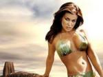 Carmen Electra seduces men by their shapes